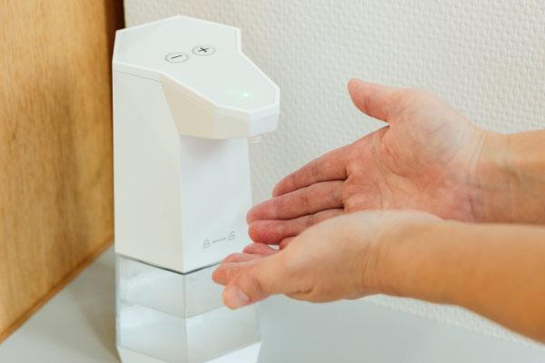 消毒液にて手指消毒1