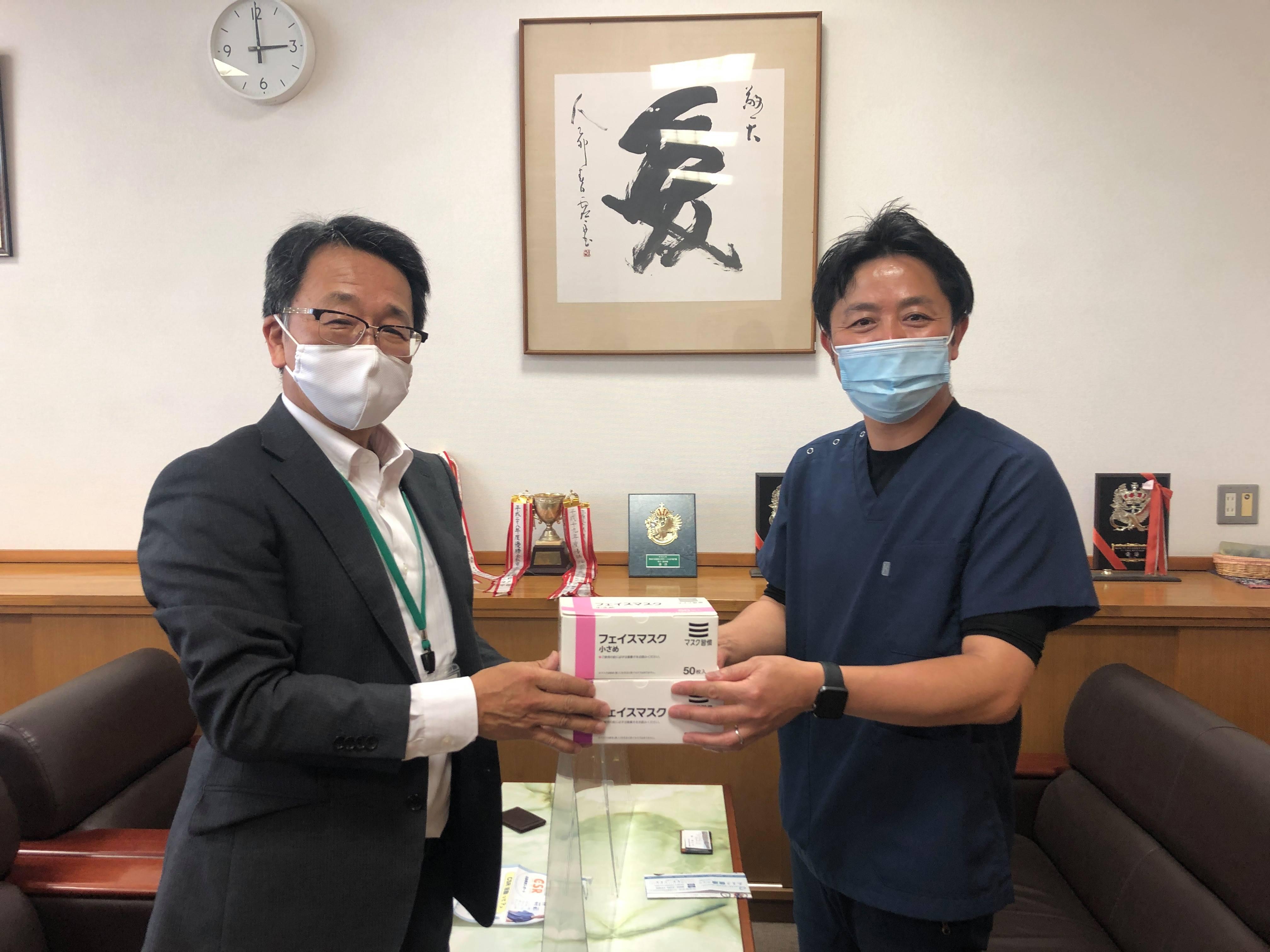 学校にマスクを寄付3